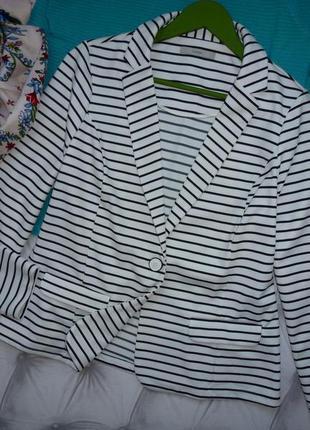 Шикарный, роскошный, трикотажный пиджак