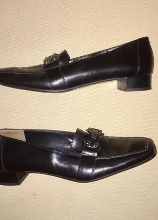 Чёрные туфли лоферы из натуральной кожи