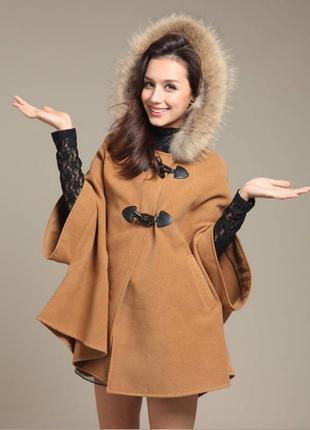 Брендовое пончо пальто с меховым капюшоном и карманами дафлкот perfect fashion