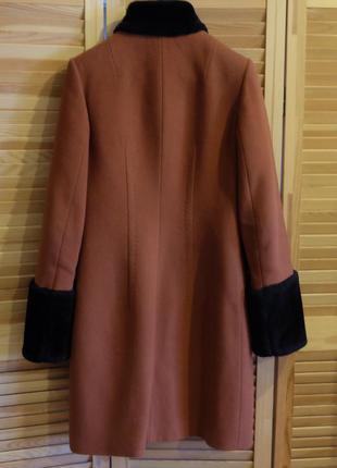 Терракотовое пальто