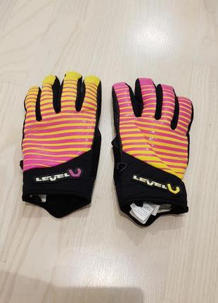 Яркие перчатки для супер яркой прогулки на велосипеде  level hand