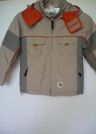 Куртка бежевая на мальчика 4-5 лет