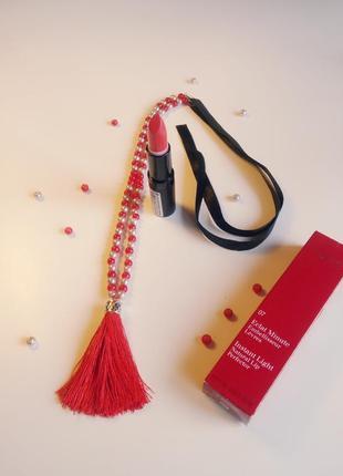 Красный сотуар с лентами