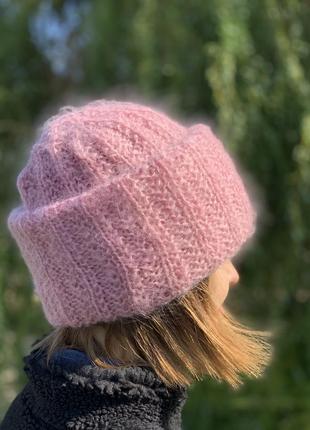 Мохеровая шапка розового цвета