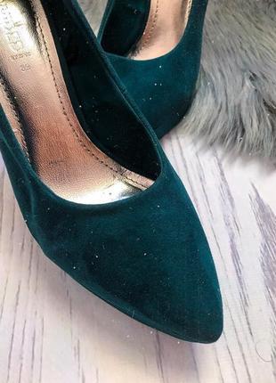 Темно зеленые туфли
