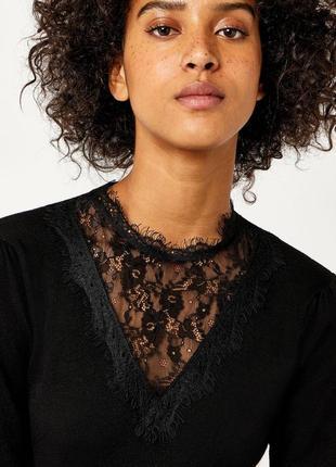 Красивая блуза с прозрачной вставкой
