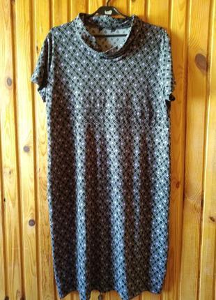 Фірмове плаття-сарафан