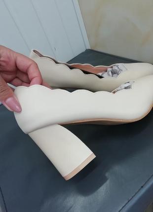 Туфли лодочки обувь на толстом каблуку