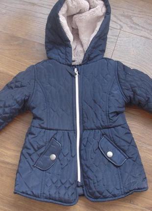 Фирменная добротная куртка девочке на год два в новом состоянии