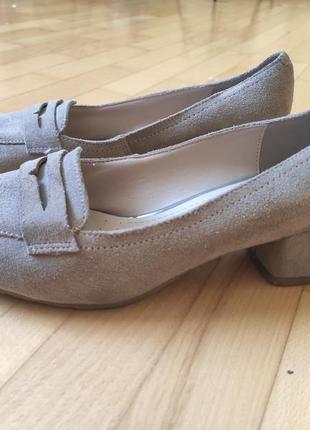 Туфлі з натурального замшу