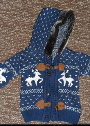 Очень крутая теплая кофта  с капюшоном на мальчика в новогодний принт 12-24мес