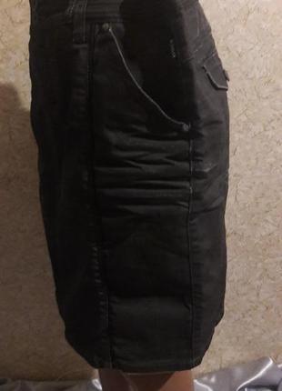 Стильная джинсовая юбка с пропиткой, которая немного переливается4 фото
