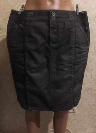 Стильная джинсовая юбка с пропиткой, которая немного переливается