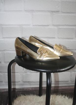 Трендовые бронзовые туфельки с острым носком