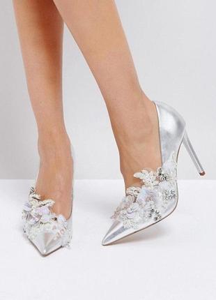Стильные серебристые туфли лодочки