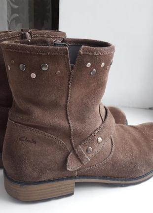 Фірмові оригінальні замшеві черевики clarks 24см