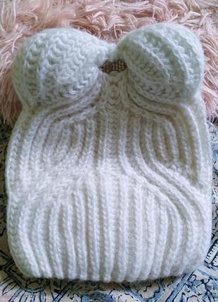 Белоснежная шапка с ушками от braxton