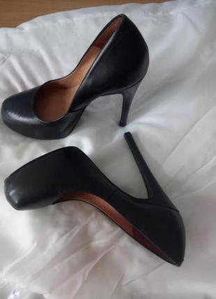 Кожаные туфли шпилька размер 36