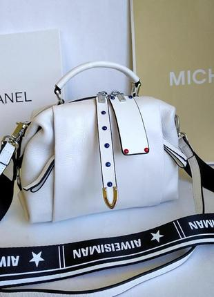Кожаная сумочка белая с двумя ремнями