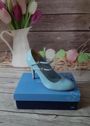 Новые лаковые туфли 40-41