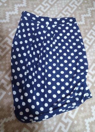 Трикотажная юбка ассиметричная в горохи