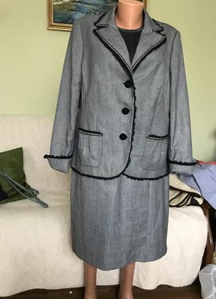 Классический костюм для полной дамы