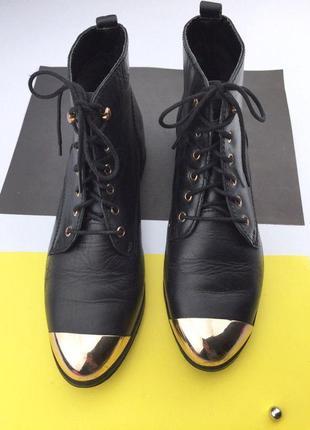 Кожаные ботинки на шнуровке с металлическим носком3 фото