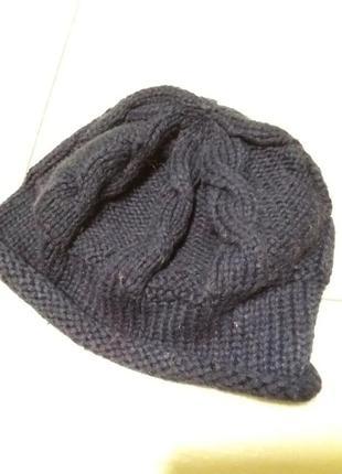 Вязаная акриловая шапочка
