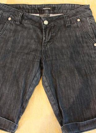 Джинсовые шорты черные до колена versace