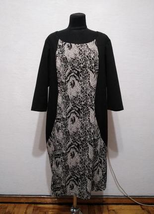 Стильное теплое трикотажное платье с анималистическим принтом большого размера