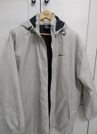 Осенняя спортивная курточка  с капюшоном