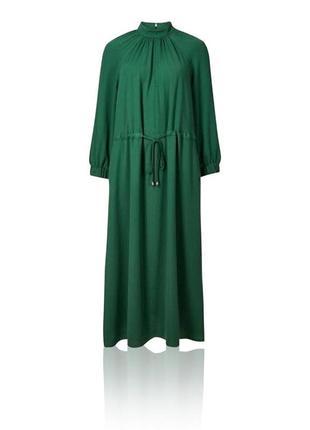 Красивое платье приглушённого зелёного цвета