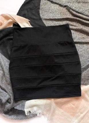 Классическая черная мини юбка