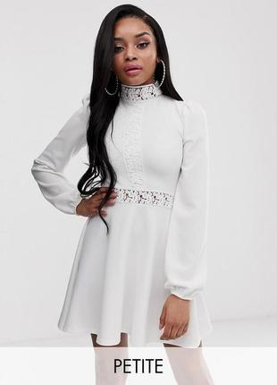 Prettylittlething petite белое платье ажурные вставки