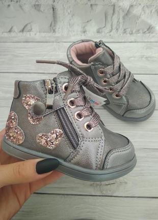 Очень красивые и качественные ботиночки на девочек