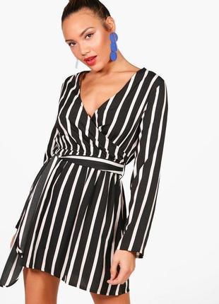 Короткое коктейльное черно-белое платье в полоску на запах boohoo
