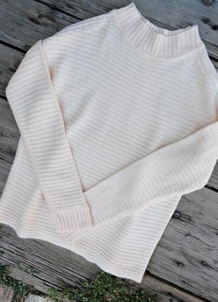 Нежно-молочный свитер zara