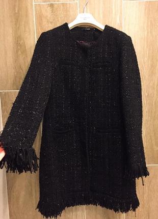 Пальто из дорогого твида с бахромой