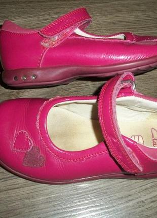 Кожаные туфли с мигалками 24 размер clarks кларкс