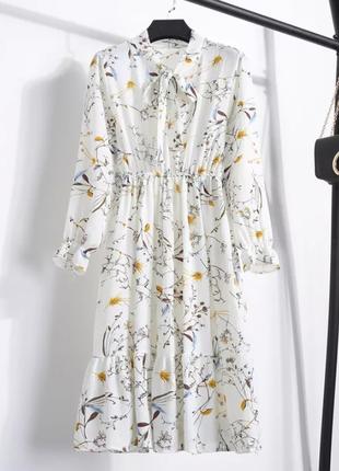Белое осеннее платье миди в цветочный принт біла осіння сукня міді на резинке
