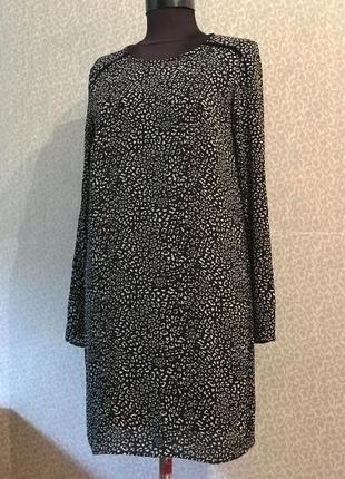 Платье прямого кроя с красивой спинкой