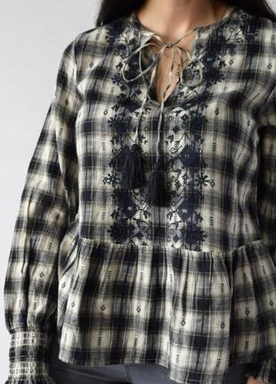 Красивая блуза вышиванка в клетку