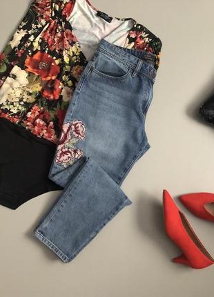 Трендовые джинсы с вышивкой next