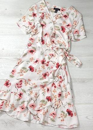 Шикарное платье в цветочный принт на запах