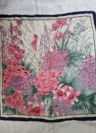 Нежнейший шелковый платок цветочный сад 70см x70см. платок шелк