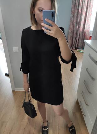 Черное платье прямого кроя