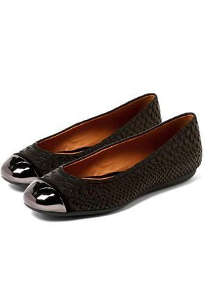 Кожаные женские туфли с металлическим носком, черные балетки под рептилию 100% кожа geox