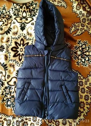 Тёплая тёмно-синяя жилетка для мальчика (размер l) gucci