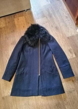 Демисезонное, осеннее пальто с меховым воротником