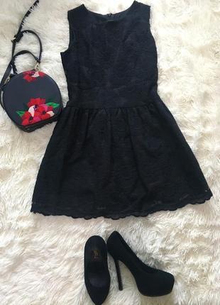 Маленьке чорне нарядне плаття